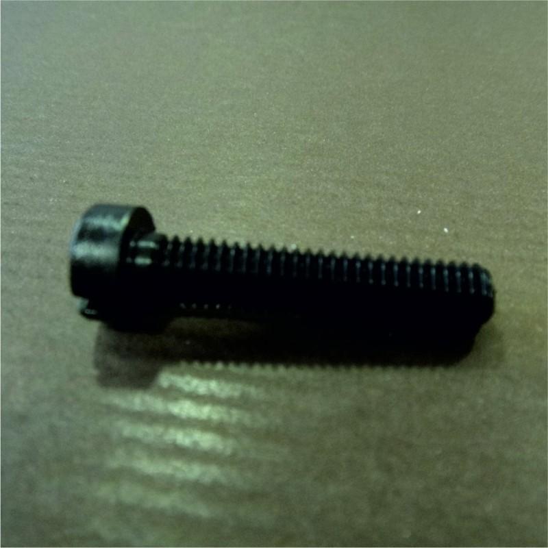 lot de 20 vis plastiques noires diamètre 6 mm longueur 3 cm en