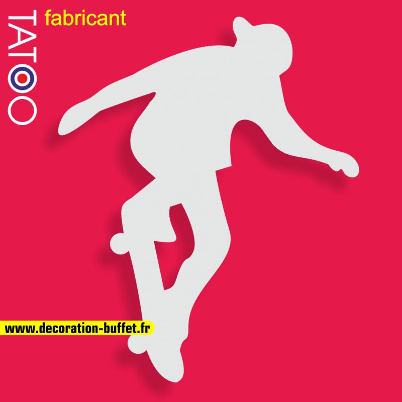 support gateau bonbons skateur skateboard planche roulettes casquette sport