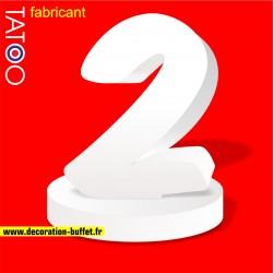 Chiffre 2 en polystyrène sur socle pour anniversaire