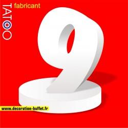 Chiffre 9 en polystyrène sur socle pour anniversaire